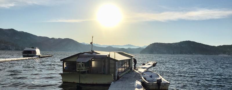 湖畔からの宮川旅館